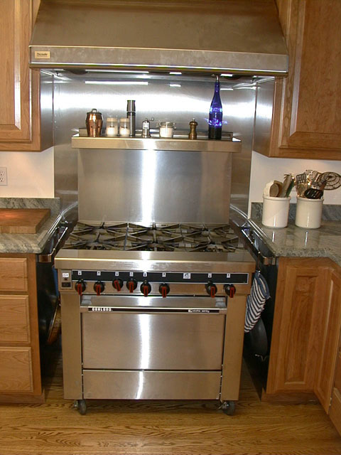 Closeup Of The Range And Hood Has 3 Par Floods In Front Two Heat Lamps Back Note Hanging Racks On Either Side