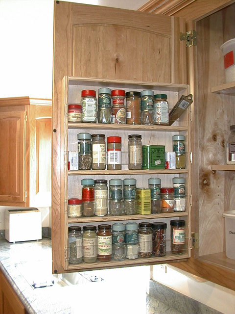 The Upper Cabinets On Either Side Of The Range Have Spice Racks On The  Doors. Note The Plexiglass Strip That Keeps The Bottles From Falling Out.
